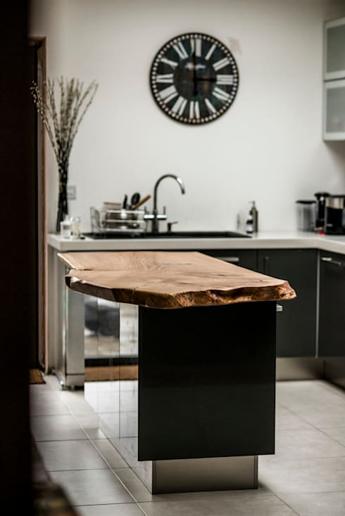 Kitchen Island: classic Kitchen by One Off Oak Limited