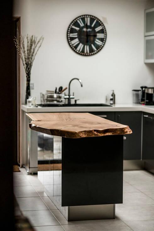 Kitchen Island:  Kitchen by One Off Oak Limited