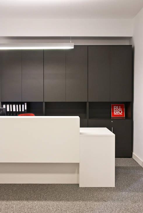 Oficinas Rubio Arquitectura: Oficinas y tiendas de estilo  de Bio Decó