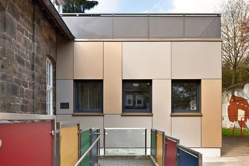 """""""Goldstück"""" – Kindergarten in Wuppertal, Energetische Sanierung einer Kindertagesstätte :  Schulen von insa4 ingenieure  sachverständige  architekten"""