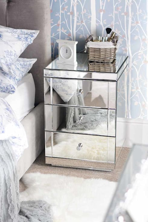 Lucia Mirrored Bedside Table with 3 Drawers: classic Bedroom by My Furniture
