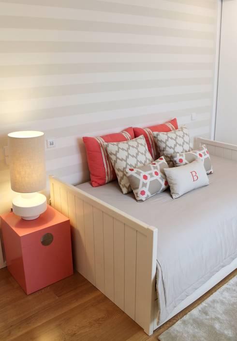 BOY & GIRL ROOMS: Quartos de criança modernos por Filipa Cunha Interiores