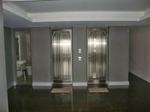 Libertador 2012: Ventanas y puertas de estilo  por Hargain Oneto Arquitectas