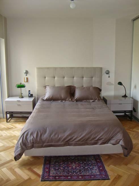 Dormitorio en suite después de intervención :  de estilo  por Hargain Oneto Arquitectas