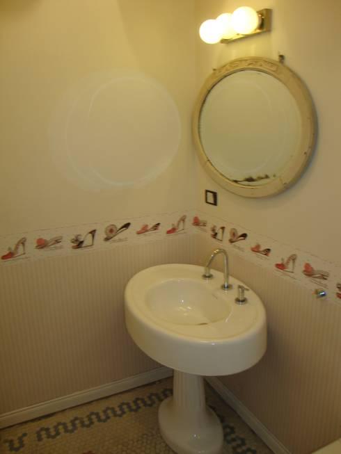 Baños de estilo  por Hargain Oneto Arquitectas