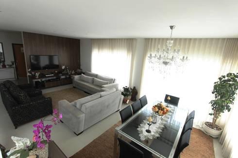 Residência em Brasília – DF: Sala de jantar  por Domingos Bidoia Arquitetura