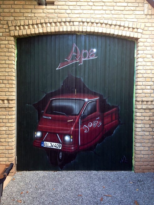 Garage/Rimessa in stile in stile Eclettico di MR.Graffiti