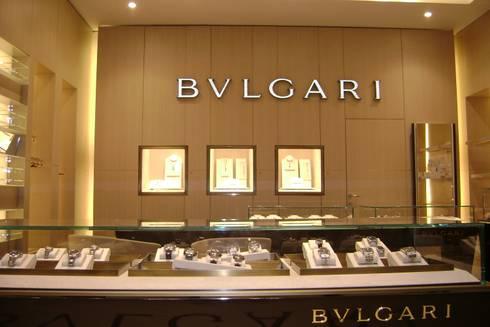 Bulgari // Palacio de Hierro, GDL.: Espacios comerciales de estilo  por TocoMadera