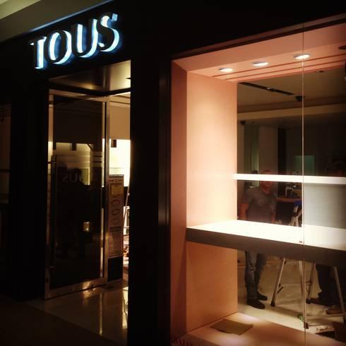 Tous // Andares, GDL.: Espacios comerciales de estilo  por TocoMadera