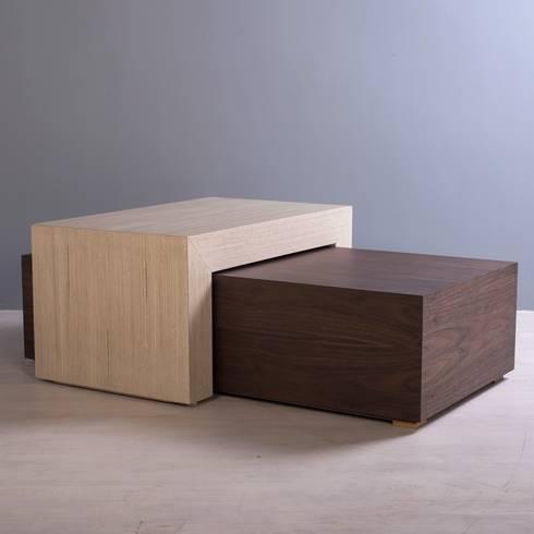 MESA DE CENTRO NOE: Salas de estilo minimalista por mobica