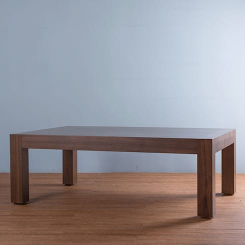 MESA CENTRO UMA: Salas de estilo minimalista por mobica