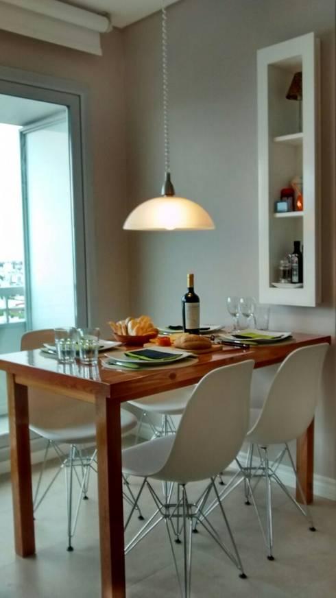 Mesa + guardado.: Comedores de estilo  por MINBAI