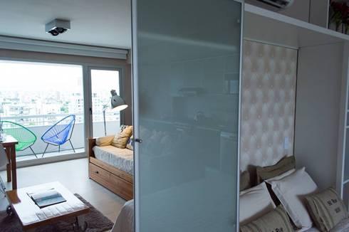 2 en 1: Cama rebatible + guardado.: Dormitorios de estilo moderno por MINBAI