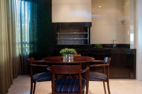 Apartamento Beiramar FL: Terraços  por KARINA KOETZLER arquitetura e interiores