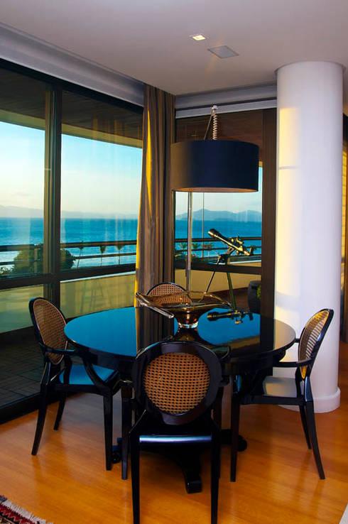 Apartamento Beiramar FL: Salas de estar modernas por KARINA KOETZLER arquitetura e interiores