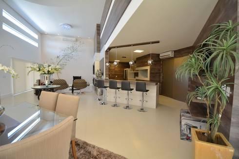 Condomínio Porto Coronado – Atlântida: Salas de estar modernas por Eliane Fanti Arquitetura