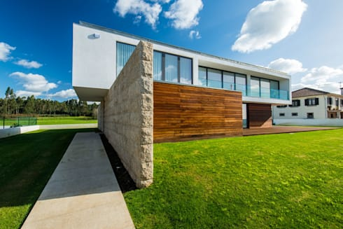 Casa Mar - Avanca: Casas modernas por a3mais