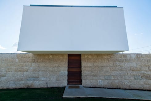 Casa Mar – Avanca: Casas modernas por a3mais