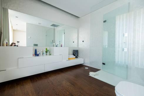 Casa Mar – Avanca: Casas de banho modernas por a3mais
