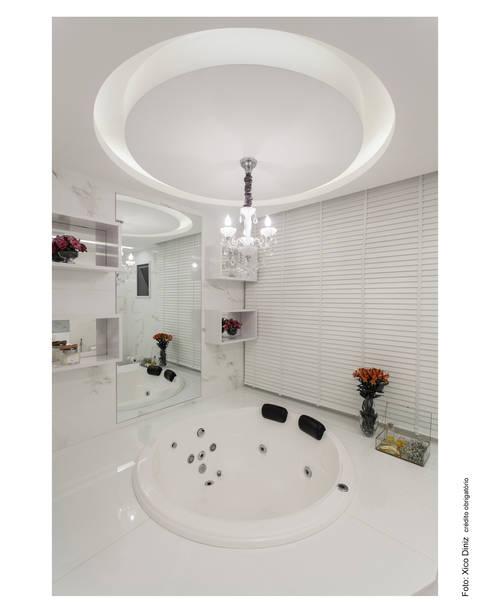 Baños de estilo  por Vanja Maia - Arquitetura e Interiores