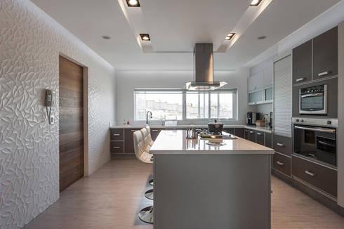 DEPARTAMENTO EN BOSQUE REAL: Cocinas de estilo moderno por HO arquitectura de interiores
