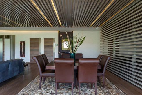 DEPARTAMENTO EN BOSQUE REAL: Comedores de estilo moderno por HO arquitectura de interiores