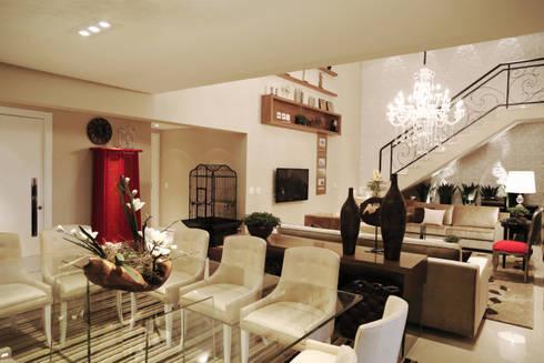 Apartamento - CLÁSSICO E CONTEMPORÂNEO: Salas de jantar clássicas por INSIDE ARQUITETURA E DESIGN