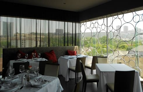 Restaurant El Modenese: Comedor de estilo  por BAO
