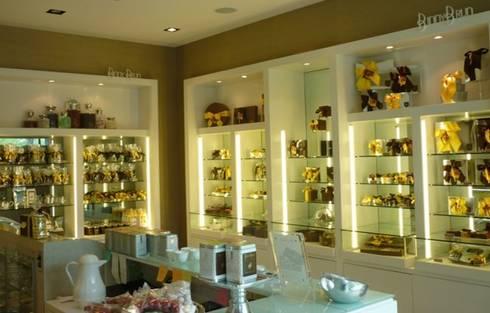 Tienda de chocolates finos BINNY BRUNN: Oficinas y tiendas de estilo  por BAO