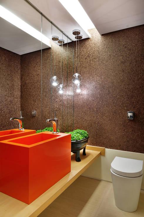 Lavabo: Banheiros  por Thaisa Camargo Arquitetura e Interiores