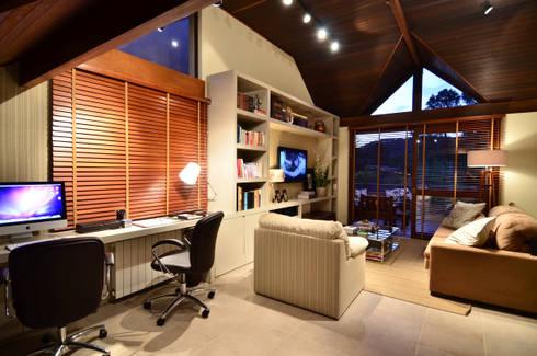 Home Office: Escritórios  por Stúdio Márcio Verza