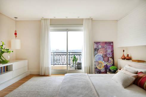 Suíte Master: Quartos  por Thaisa Camargo Arquitetura e Interiores