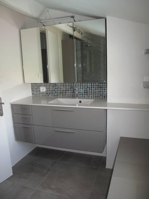 rénovation salle de bains: Salle de bains de style  par Arielle