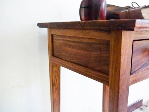 Mesa con cajón : Salas de estilo rural por Natureflow®