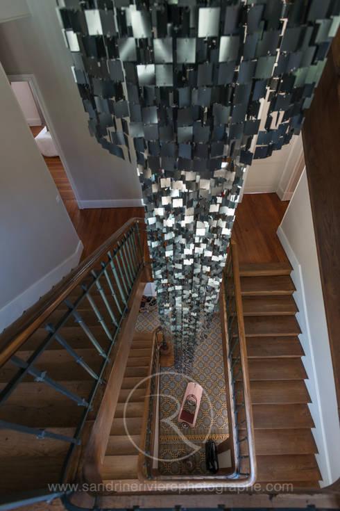 Un second souffle - Visite privée de la maison G: Couloir et hall d'entrée de style  par Sandrine RIVIERE Photographie