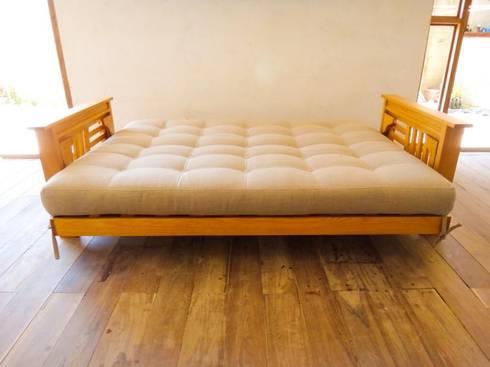Sofá cama de 3 posiciones: Salas de estilo rural por Natureflow®