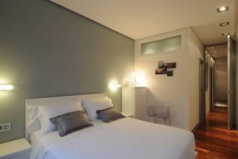 65sqm Appartment: Dormitorios de estilo moderno de MADG Architect