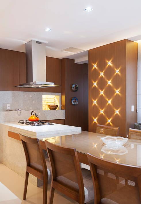 Petrópolis: Cozinhas modernas por Estela Andreazza arquitetura +interiores