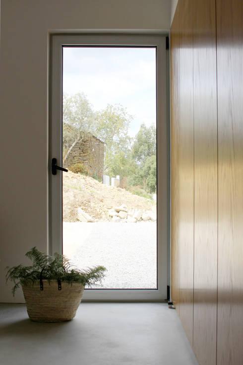Bedroom by Artspazios, arquitectos e designers