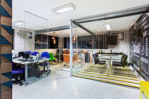 Reforma e modernização de escritório comercial: Edifícios comerciais  por Amanda Pinheiro Design de interiores