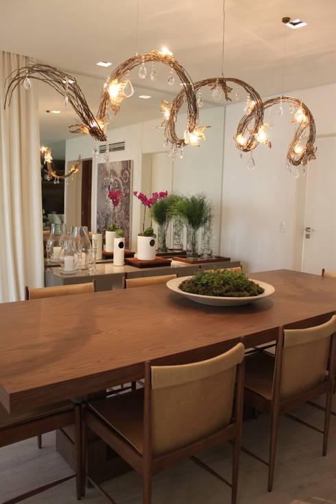 Detalhe Sala de Jantar Apartamento São Paulo : Sala de jantar  por Vaiano e Rossetto Arquitetura e Interiores
