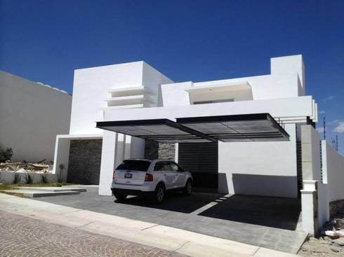 Fachada: Casas de estilo moderno por SANTIAGO PARDO ARQUITECTO