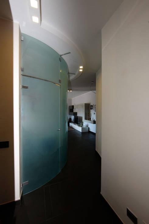 Foto Ingresso: Ingresso & Corridoio in stile  di RGROOM