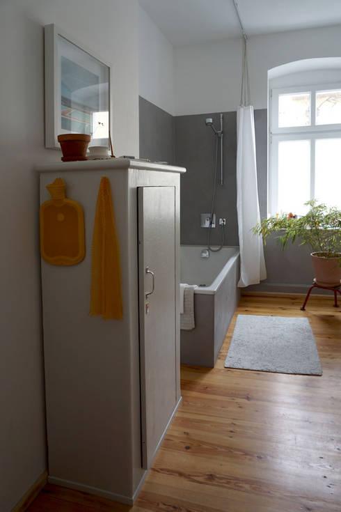 Neues Bad mit Beton Ciré und Dielenboden:   von Susanne Stauch