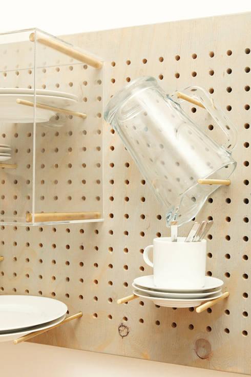 Geschirrmöbel: moderne Küche von Pühringer GmbH Co KG, Möbellinie