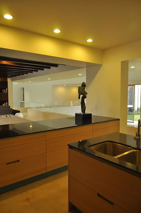 CASA PM: Cocinas de estilo moderno por Vito Ascencio y Arquitectos