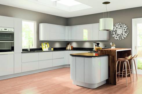 Lacarre Pronto Gloss Light Grey Kitchen: modern Kitchen by Kree8