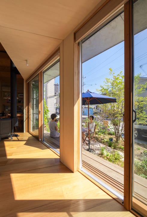 舞多聞の家: Studio Antenaが手掛けた和室です。
