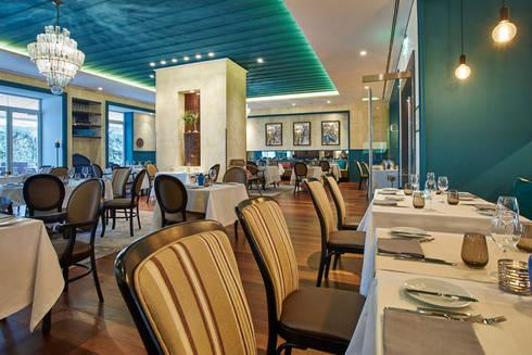 Sala de Refeições: Salas de jantar clássicas por Amber Road - Design + Contract