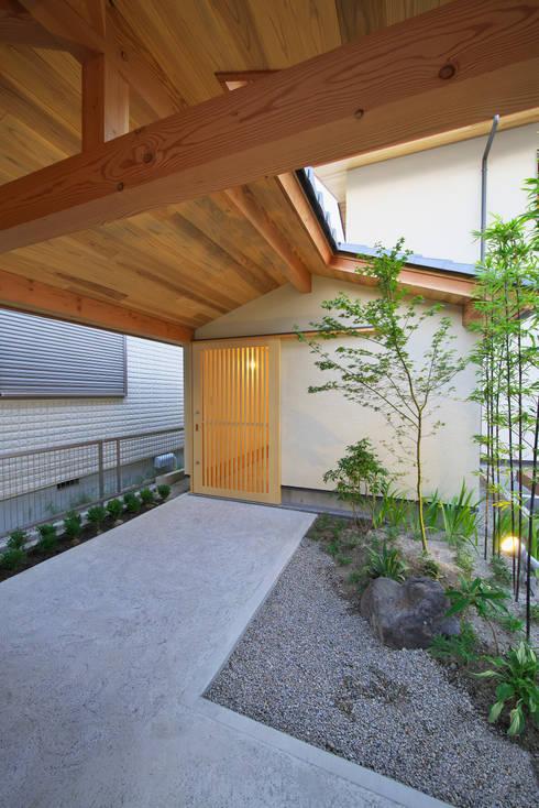 岩倉の家: 五藤久佳デザインオフィス有限会社が手掛けた庭です。